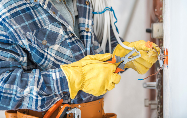 Top Qualities to Look for in a Commercial Electrician